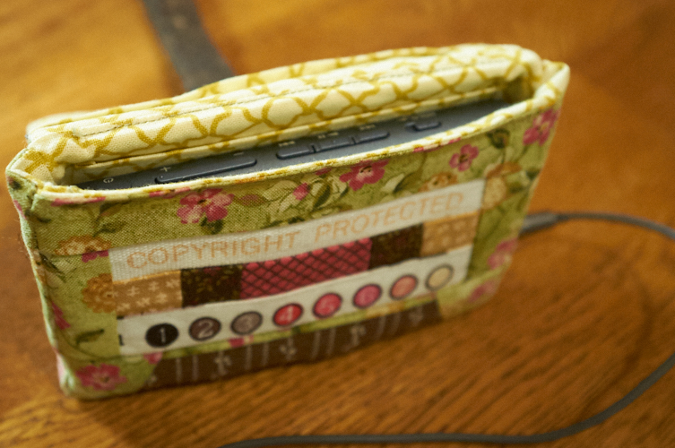 Cassette Pouch (Lysa Flower) MP3 case