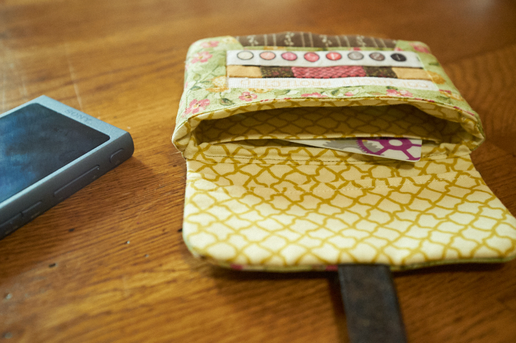 Cassette Pouch (Lysa Flower) MP3 case